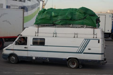 Furgoneta super-cargada para Marruecos