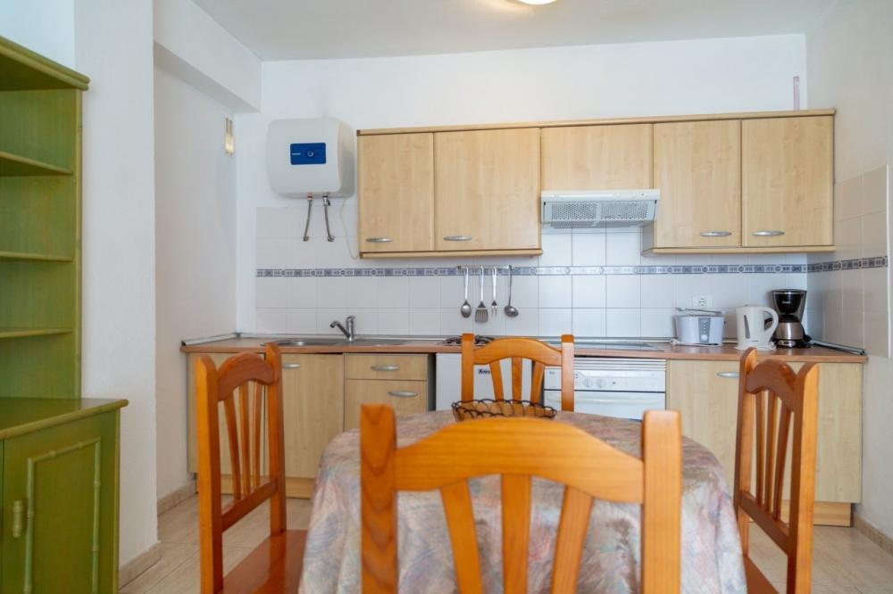 Foto de apartamento de mobiliario de pino